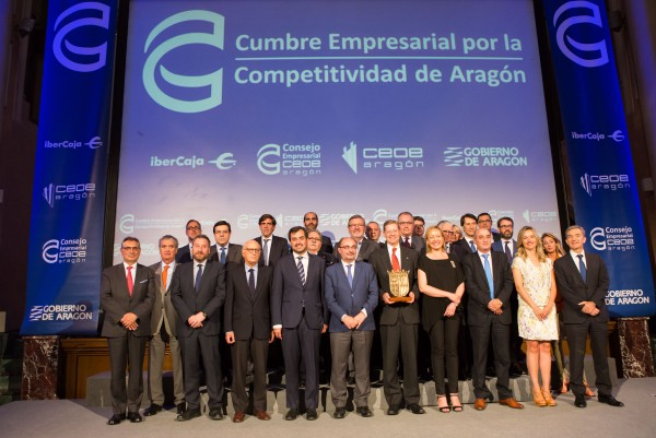 Fotografia de Familia de la Cumbre Empresarial por la Competitividad de Aragón